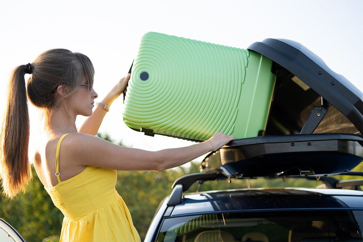 ładowanie do bagażnika dachowego bagaży